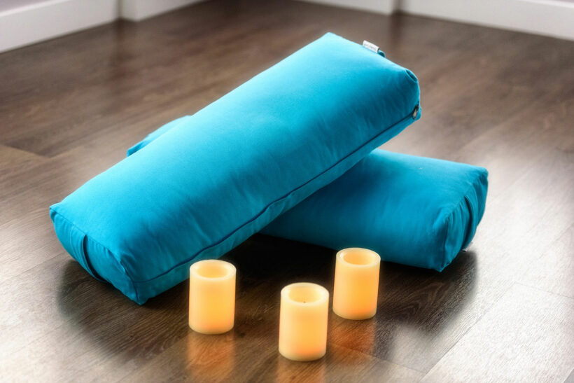 10 Best Yoga Bolsters (Rectangular & Round Bolsters)